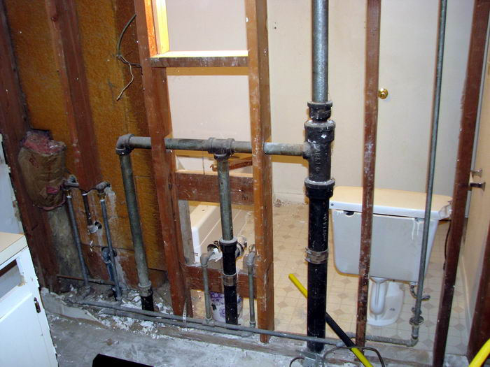 can i combine vent pipes all to one in this configuration rh diychatroom com vent pipe in bathroom freezing up